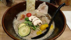 キノコのベジ白湯 ソバ