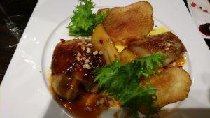 フォアグラとリンゴのソテー 塩バターキャラメルのソース